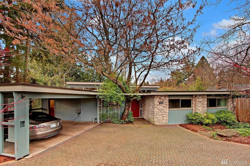 3425  Magnolia Blvd W, Seattle, WA  98199